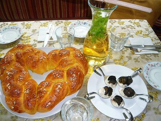 herzerl für müttertag, walnüsse süß-sauer, waldmeister-apfelsaftgetränk