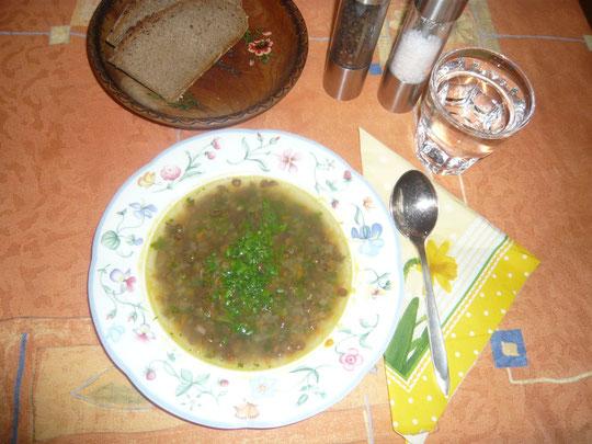 linsensuppe mit wildkräutern
