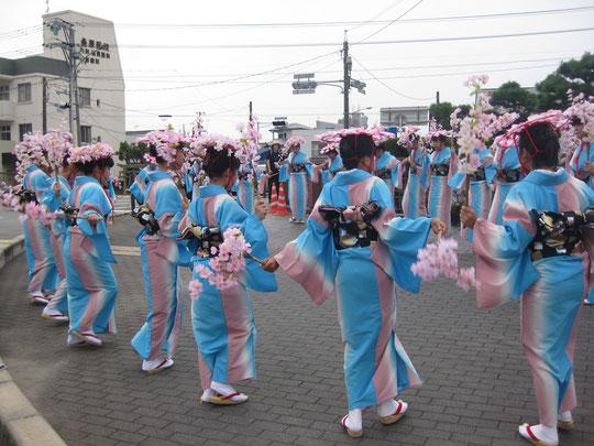 竹原の女子中学生が踊る「山陽音頭」
