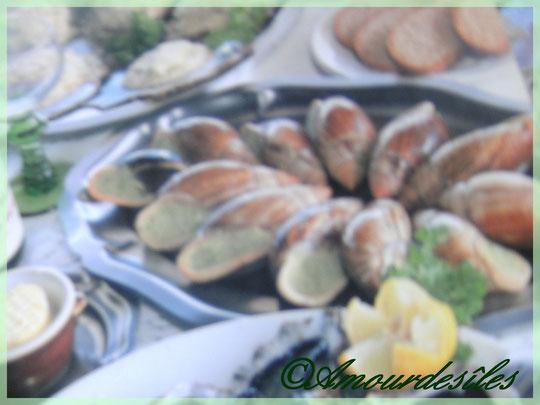 Escargots farcis avec de la noix de coco finement hâchée...
