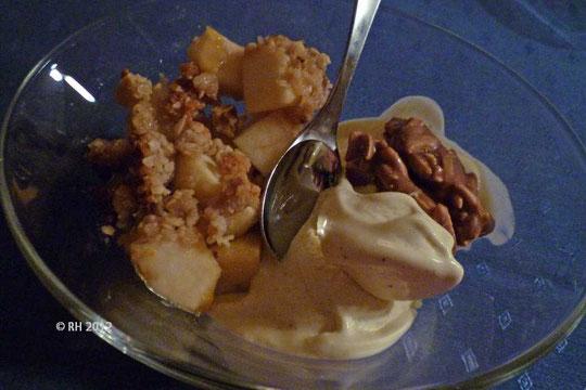 Apple-Crumble - mit Vanilleeis, leider nur eine Portion...