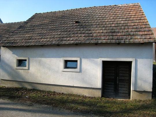 Obere Kellergasse - Presshaus mit Baumpresse von Herbert Krejci