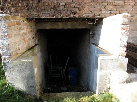 Untere Kellergasse - Kellerröhre von Josef Hauser (vormals Steingassner) Presshaus verfallen