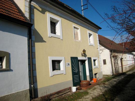 Untere Kellergasse - Presshaus mit Baumpresse u.Kellerstöckl von Fred Kroissenbrunner (vormalls Rieder Cäcilia)