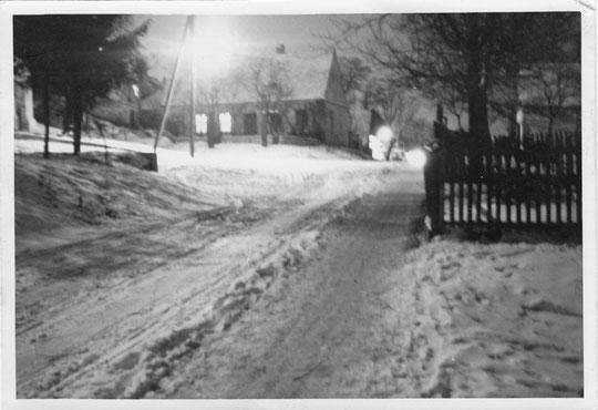 Hörersdorf: Florianiring/Johannesplatz im Jänner 1961 - Foto von Gertrude Schmidt