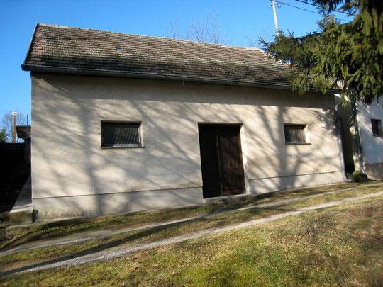 Untere Kellergasse - Presshaus mit Baumpresse von Josef Zimmermann