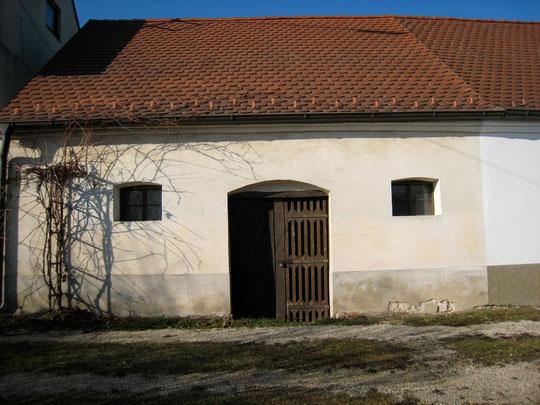 Untere Kellergasse - Presshaus mit Baumpresse von Gerhard Baumgartener