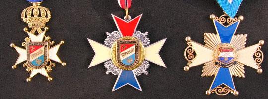 Verdienstkreuz v.l.n.r. Für 35 Jahre im Musikzug, Für 30 Jahre im Musikzug, Für 25 Jahre im Musikzug