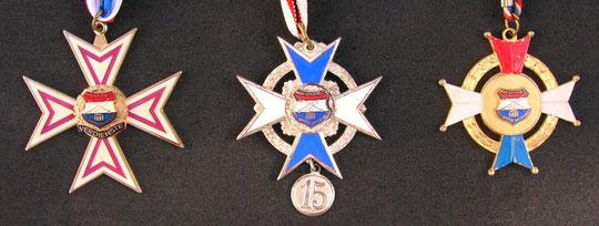 Verdienstkreuz v.l.n.r. Für 20 Jahre im Musikzug, Für 15 Jahre im Musikzug, für die Jugend - 5 Jahre aktiv