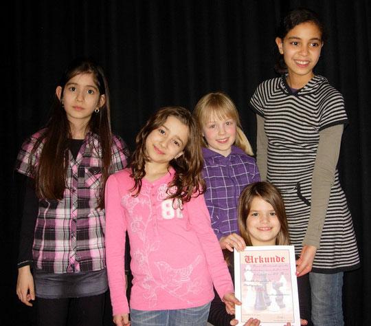 Die strahlende Mädchenmannschaft der Kirchhaldenschule freut sich über den 4. Platz