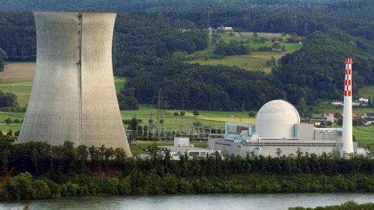 Atomreaktor Leibstadt am Hochrhein ...Schweiz_Bleibt bis 1934 am Stromnetz.jpg