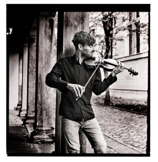 Leo Clemens - Geigenlehrer, Violinlehrer, Geigenunterricht / Violinunterricht in Berlin Mitte, Violine und Geige spielen lernen in Berlin Mitte, violin classes, violin teacher, Musikkapelle Berlin