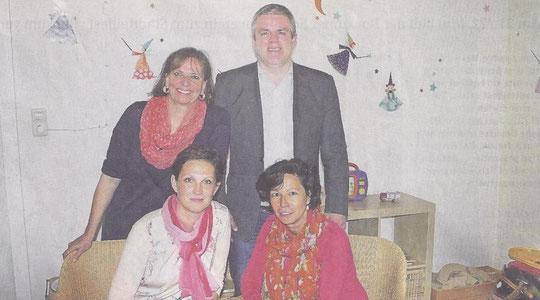 Heimleiter Jens Lüdert mit den Sozialpädagoginnen des Fachdienstes Familiäre Bereitschaftsbetreuung: Bettina von Bihl (0. links), Erika Gretschmann (u. links) und Elke Weegen-Schmidt. Foto: Skiba