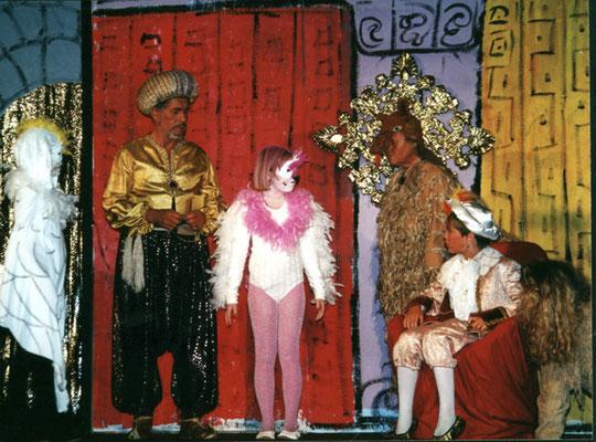 Sultan (Manfred Steffes), Löwe (Katrin Buron), Kame