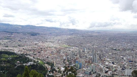 Bogotá (8 millions d'habitants) perchée à 2600 mètres le long de la Cordillère orientale des Andes