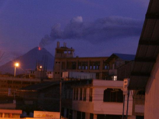 kleiner Vulkanausbruch gefällig? Aussicht von unserem Dach