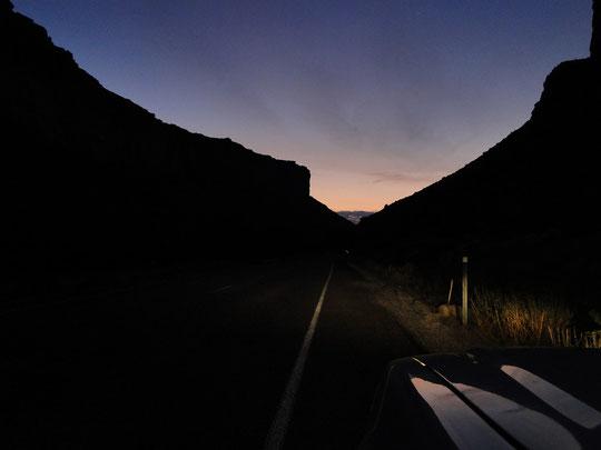 Colorado-River View Road im Mondlicht (06.20 Uhr)