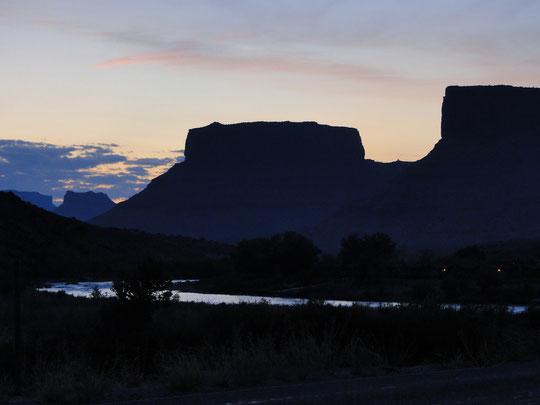 Colorado-River View Road in der Dämmerung (06.30 Uhr)