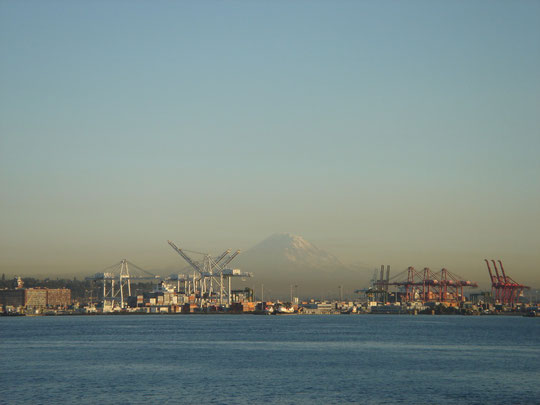 Hafen Seattle mit Mount Rainier