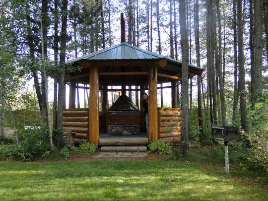 unsere Smoking Lounge in der Silverwolf Lodge (West Glacier))