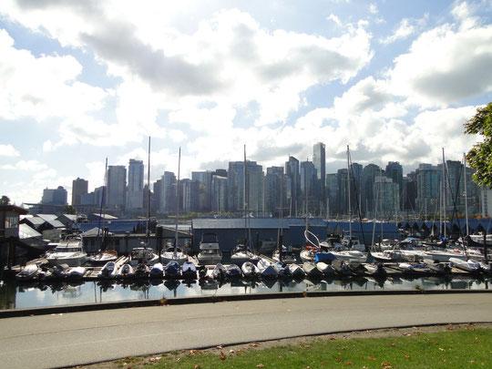 Jachthafen und Skyline Vancouver