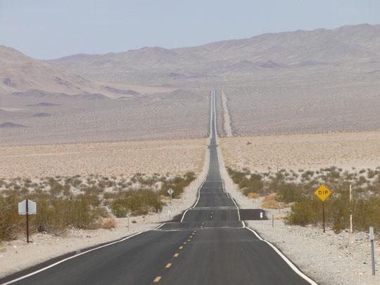 unendliche Weiten im Weltall ... (auf dem Weg ins Death Valley)