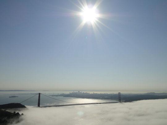 Kitschig - immerhin mal die ganze Brücke bei Sonnenschein