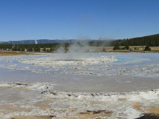 Big Fountain Geyser  (Yellowstone N.P.)