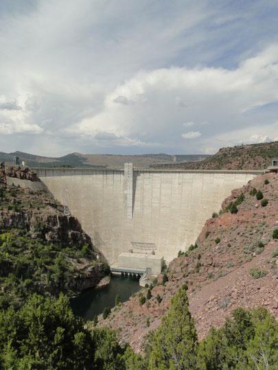 Flaming Gorge Dam (150 Meter Höhe), staut den Green River