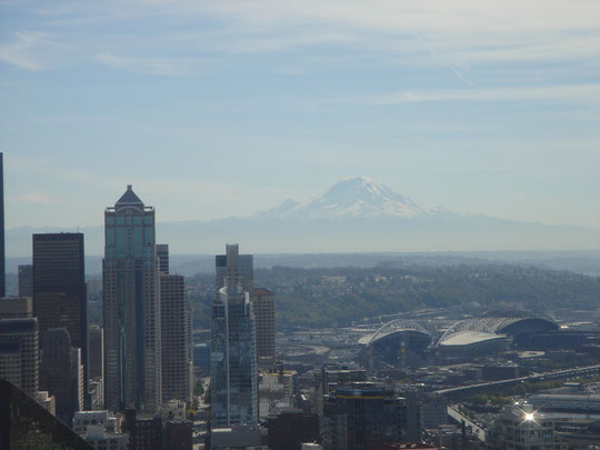 Seattle Downtown mit Mount Rainier