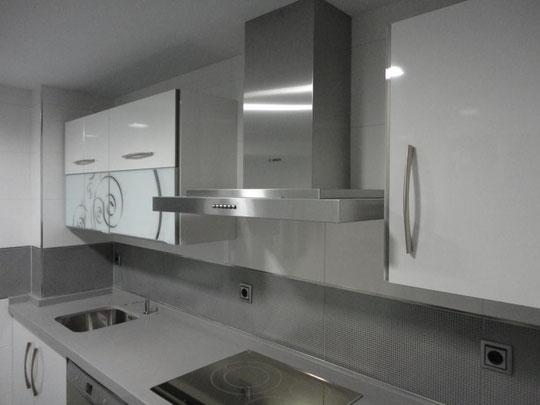 Cocina Blanca  y gris Martos