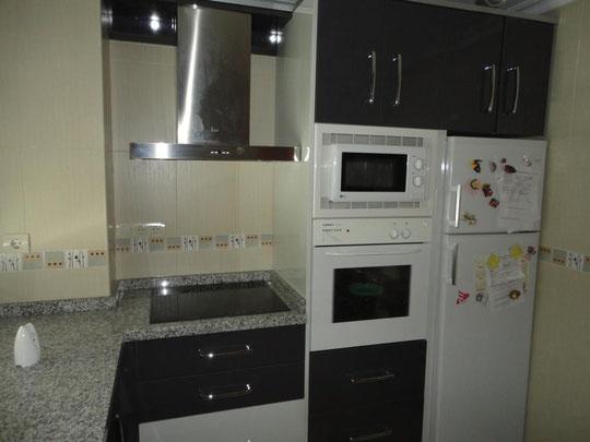 Cocina Cuadros Gris y Blanca Torredelcampo