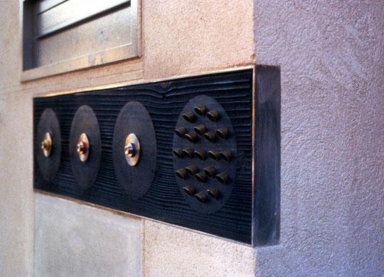 Prototyp eines Klingelbretts mit Gegensprechanlage - Foto © Knauer Architekten