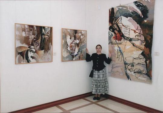 экспозиция гобеленов Ольги Поповой в БГХМ