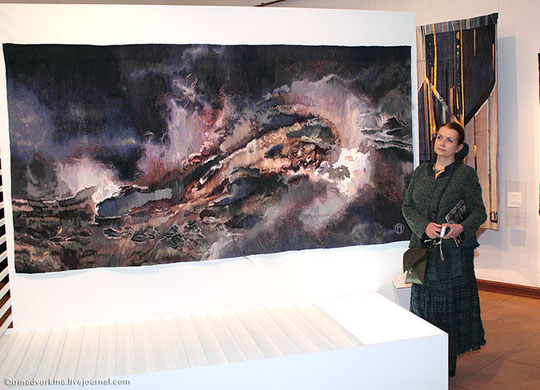 """гобелен """"Амплитуда бессилия...""""  2014 в экспозиции Триеннале гобелена, музей-заповедник """"Царицыно"""" 2014"""