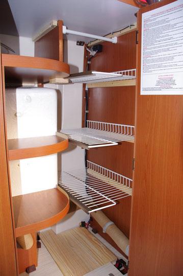 Confection d'étagéres amovibles à la place de la penderie