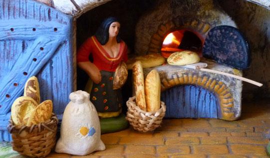 Village provençal, boulangerie avec feu animé - Santons Paul Garrel