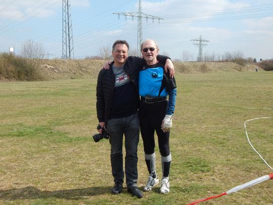 Dr. Johannes Ellenberger mit seinem Sohn, der als Fotograf im Einsatz war.