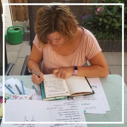 Doodleloosie heeft een eigen methode ontwikkeld die gebaseerd is op Bullet Journaling om haar gelukkiger te maken na haar burn-out.