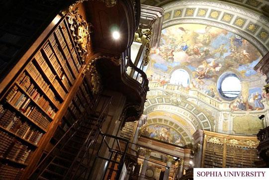 旅行で訪れたウィーンにあるオーストリア国立図書館です。
