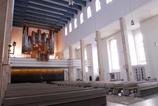 Orgel und Hauptschiff St. Mariae Geburt