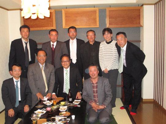 「和餐・帯や 勘助」で当協会の武石利彦顧問を囲んで高知県議会議長就任祝賀会。山中賢二理事も主席していたが,所用のために途中で退席。