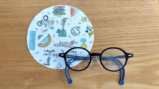 メガネとメガネふきの画像