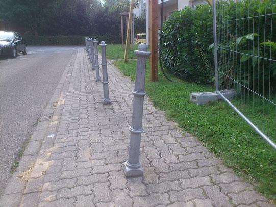 Bürgersteig mit Barriere