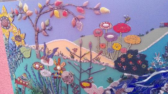 Mosaik auf Garagenwand - Roswitha Farnsworth