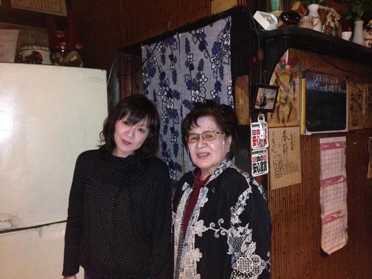 春子姉さんは接客、娘のチイちゃんは厨房係。料理は刺身から蒲焼きまで。