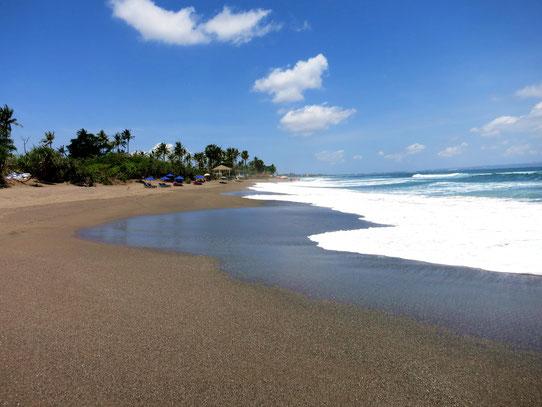 Strand von Seminyak im Süden von Bali