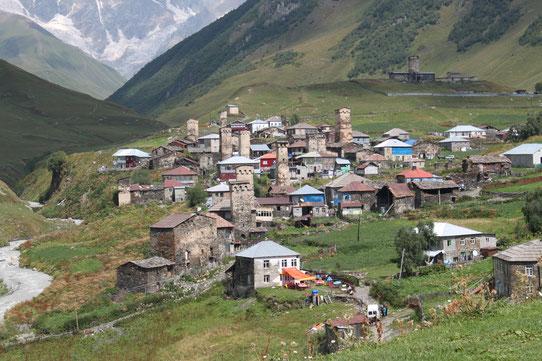 Voyage au Caucase. Village perché en montagne : la Svanétie