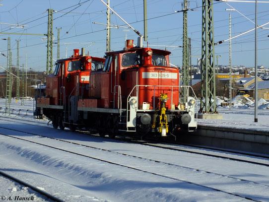 363 625-5 und 363 128-0 durchfahren am sonnigen 7. Dezember 2012 Chemnitz Hbf.