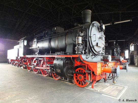 Zum 11. Feldbahn- und Alttraktorentreffen am 21. April 2013 im SEM Chemnitz wurden auch die normalspurigen Lokomotiven, wie hier 38 201 in Szene gesetzt